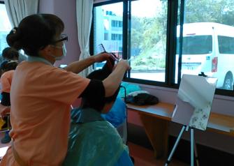 【日常の一コマ】生活介護事業「湘南鬼瓦」に美容師さんが来てくれました。