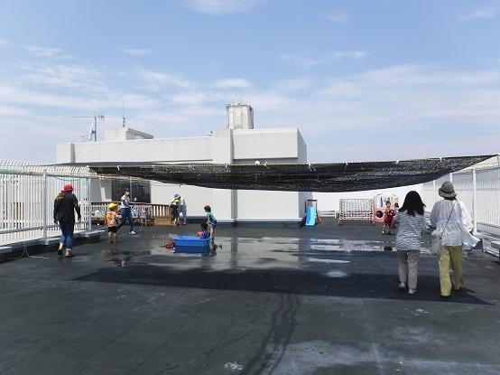 【日常の一コマ】児童発達支援センター「うーたん」屋上でミスト遊び