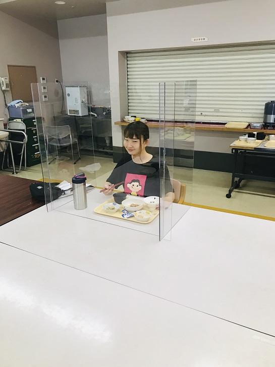 【日常の一コマ】障害者支援施設「入道雲」飛沫防止パーテーションを導入しました。