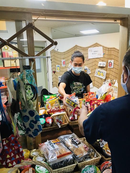 【日常の一コマ】本部売店「うみねこ」大活躍!